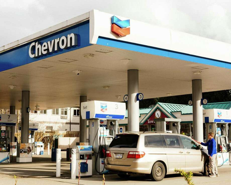 Chevron and Exxon could be expected to answer BP's pledge of carbon neutrality . Photo: ALANA PATERSON, STR / NYT / NYTNS