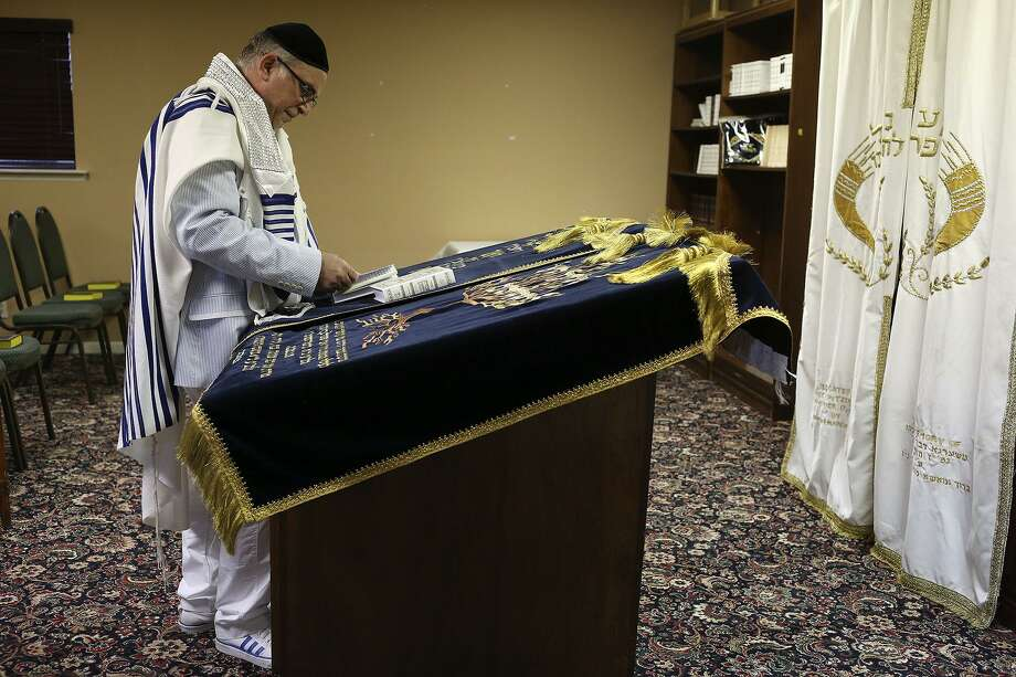 A cantor in 2013 lead a Yom Kippur service for Sephardic Jews in San Antonio. Many Sephardic Jews fled Spain and the Inquisition. Photo: Lisa Krantz /Staff File Photo / San Antonio Express-News
