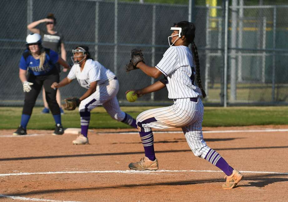 Klein Cain sophomore pitcher Emily Tran works to a Houston Christian hitter during the top of the fifth inning of their non-district matchup at KCHS on March 26, 2019. Photo: Jerry Baker, Houston Chronicle / Contributor / Houston Chronicle