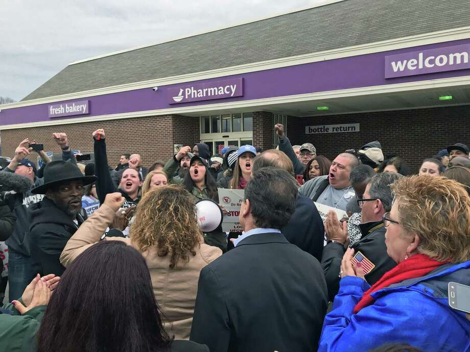 Bridgeport and state politicians went to the Stop & Shop on Main Street in Bridgeport, Conn., on April 12, 2019, to stand it solidarity with workers on strike. Photo: Tara O'Neill / Hearst Connecticut Media / Connecticut Post
