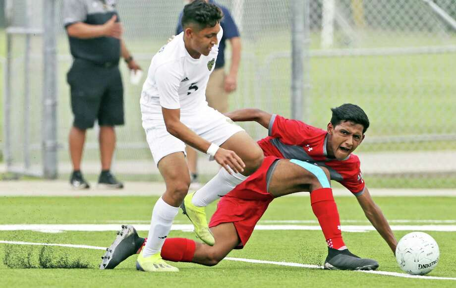 Pablo Rivera and Alexander fell to San Antonio Lee 4-2 Friday in the program's first ever Sweet 16 appearance. The Bulldogs end their season 23-8-7 overall after finishing third in District 29-6A. Photo: Tom Reel /San Antonio Express-News / 2019 SAN ANTONIO EXPRESS-NEWS