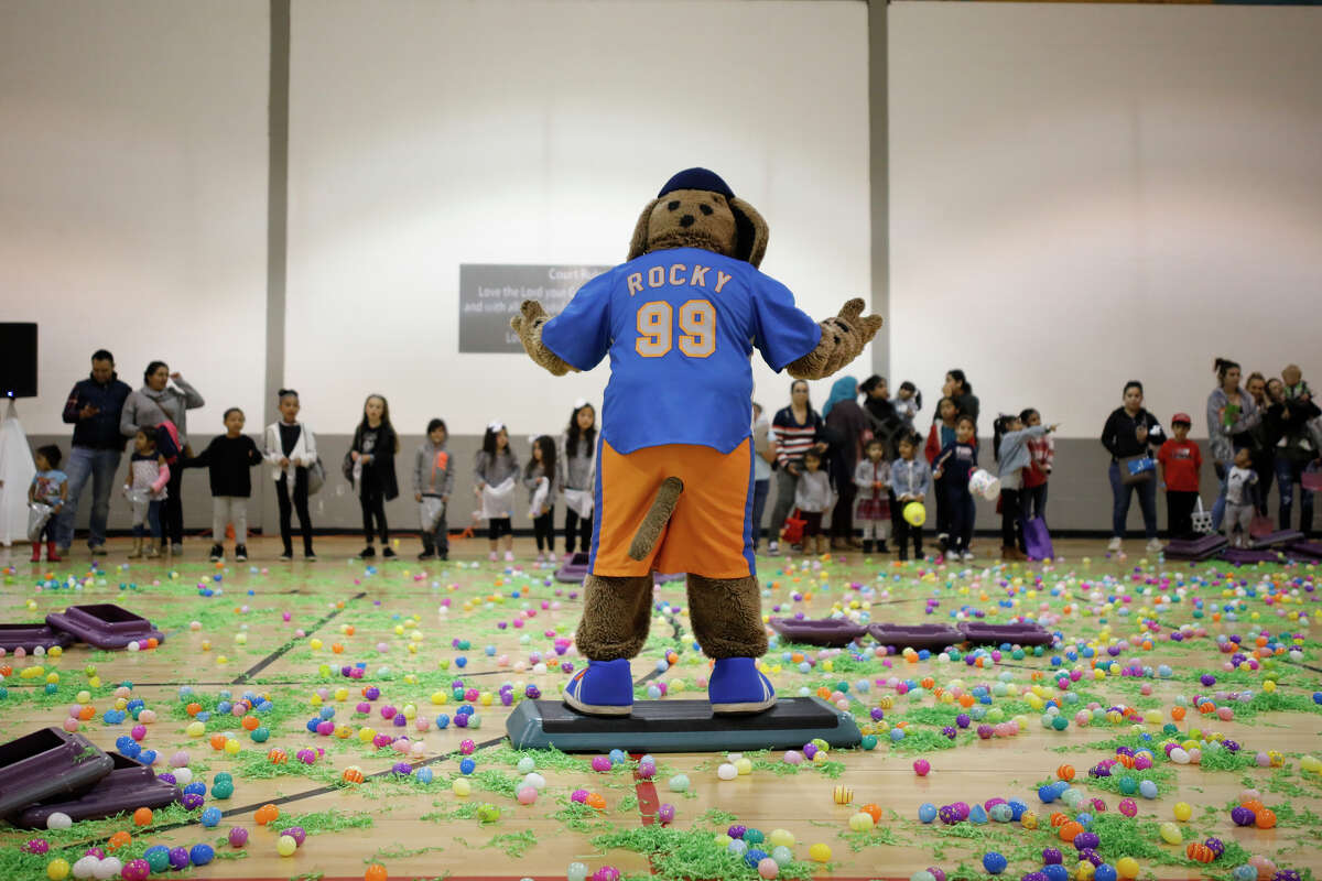 """Midland RockHounds mascot """"Rocky"""" shows off for kids before the start of an egg hunt at the Egg-stravaganza community event April 13, 2019, at the Midland YMCA. James Durbin / Reporter-Telegram"""