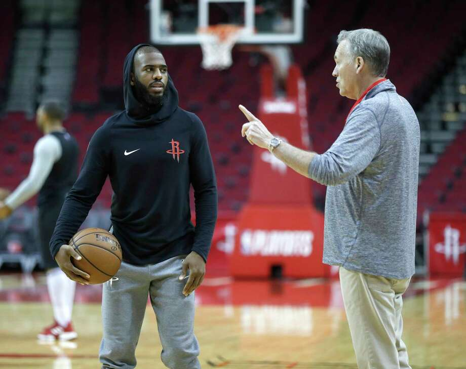 Houston Rockets head coach Mike D'Antoni talks with Chris Paul during the Houston Rockets practice at Toyota Center,Saturday, April 13, 2019, in Houston, as the Rockets prepare to face the Utah Jazz in a best-of-seven series during the First Round of the 2019 NBA Playoffs. Photo: Karen Warren, Staff Photographer / © 2019 Houston Chronicle