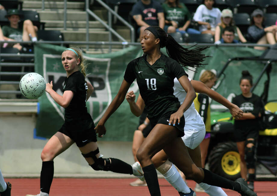 Kingwood Park senior Allie Byrd, center, pushes the ball upfield against the Pflugerville defense during the second half of their Region III-5A Girls Soccer finals matchup at Turner Stadium in Humble on Saturday, April 13, 2019. Photo: Jerry Baker, Contributor / Houston Chronicle