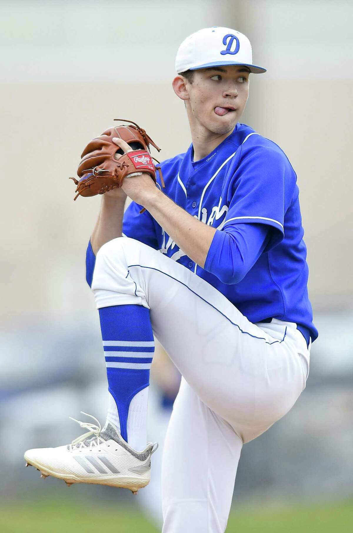 Darien's Henry Williams goes into his wind-up while pitching a one-hitter as the Blue Wave defeated Greenwich, 10-0, on Friday.