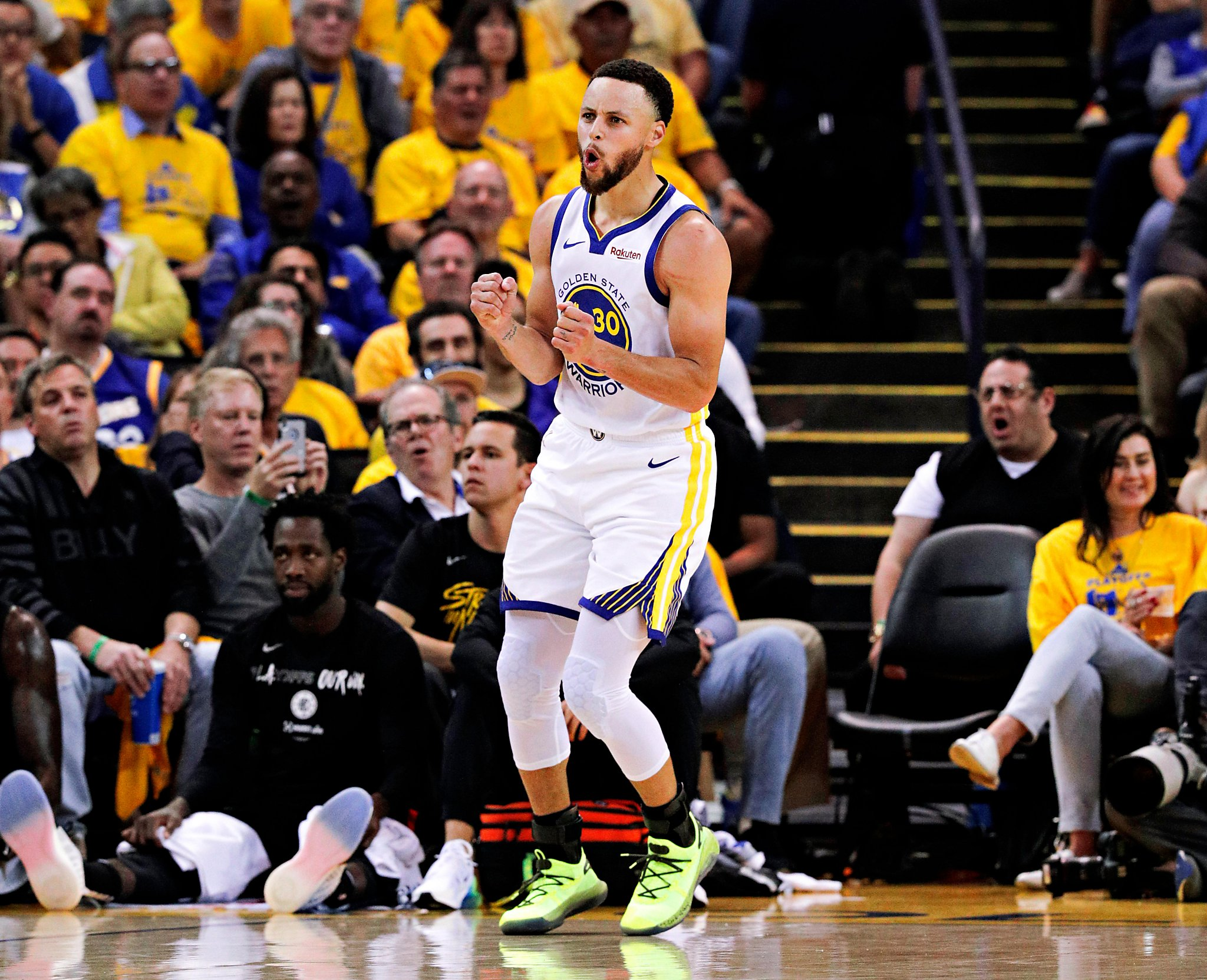 promo code 49ff7 0cbdb People are wondering why Steph Curry was wearing two ...