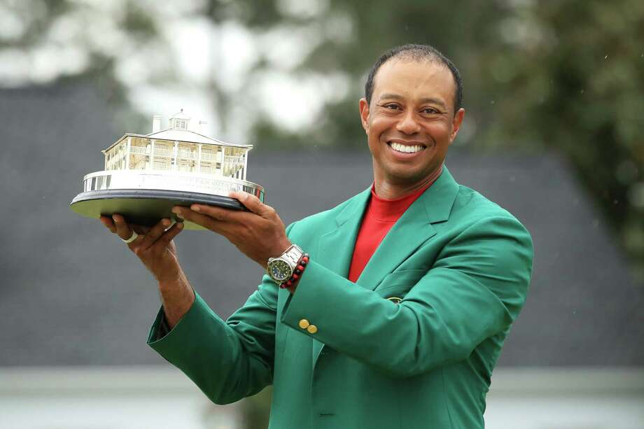 AUGUSTA, GEORGIA - APRIL 14: Tiger Woods of the United States celebrates with the Masters Trophy during the Green Jacket Ceremony after winning the Masters at Augusta National Golf Club on April 14, 2019 in Augusta, Georgia. (Photo by Andrew Redington/Getty Images) *** BESTPIX *** Photo: Andrew Redington / 2019 Getty Images