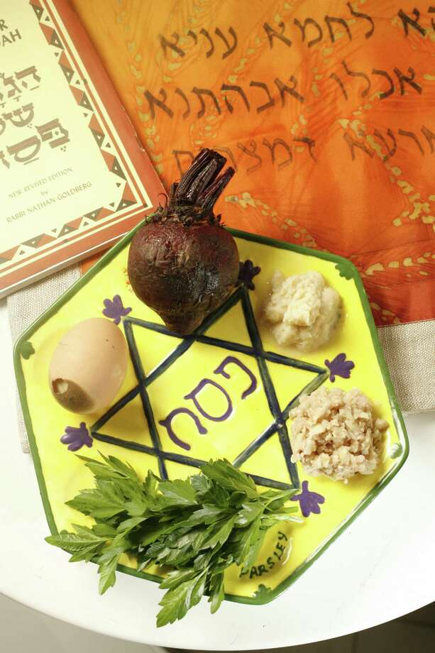 A ritual Seder plate for Passover substitutes roasted beets for lamb shank bone. Photo: File Photo / The Chronicle