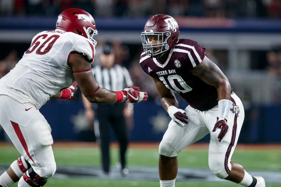 24 September 2016: Texas A&M Aggies defensive end Daeshon Hall (#10) and Arkansas Razorbacks tackle Brian Wallace (#60) during the Southwest Classic college football game between the Arkansas and Texas A&M at AT&T Stadium in Dallas, Texas.  Texas A&M won the game 45-24.  (Photo by Matthew Visinsky/Icon Sportswire via Getty Images) Photo: Icon Sportswire/Icon Sportswire Via Getty Images
