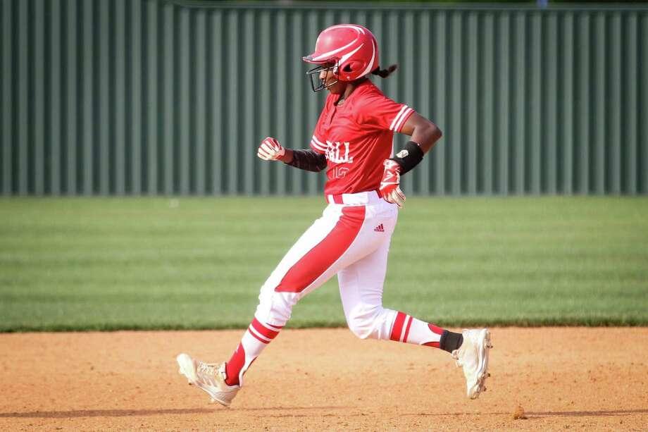 Tomball rising senior Imani Edwards (10) was named to the 2019 Texas Girls Coaches Association Class 6A All-State Team. Photo: Michael Minasi, Staff Photographer / Houston Chronicle / © 2018 Houston Chronicle