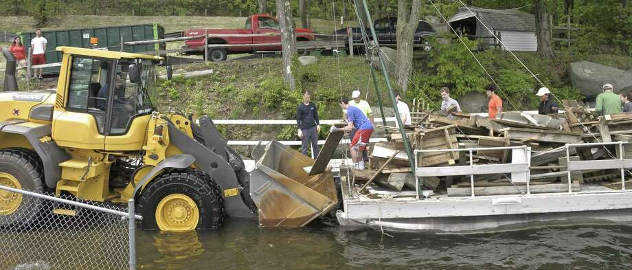 File photo of the annual Candlewood Lake cleanup. Photo: H John Voorhees III / H John Voorhees III / The News-Times