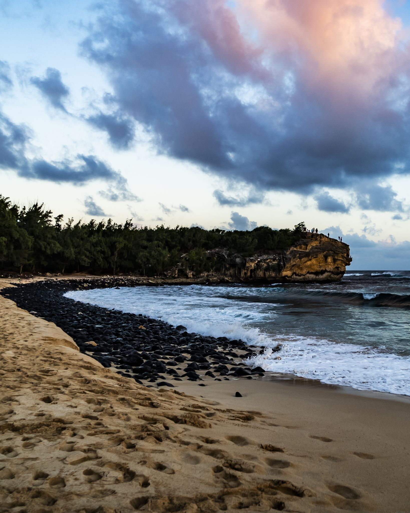 California man dies after jumping off cliff at popular Kauai