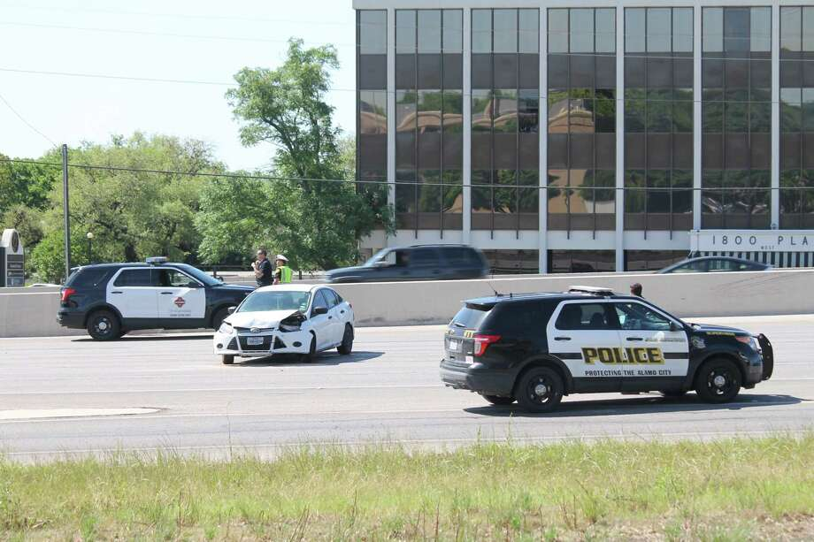 A police officer broke bones in his legs after a traffic stop on the highway led to multiple wrecks on Northeast Loop 410 near Starcrest Drive Monday. April 15, 2019. Photo: Fares Sabawi/San Antonio Express-News