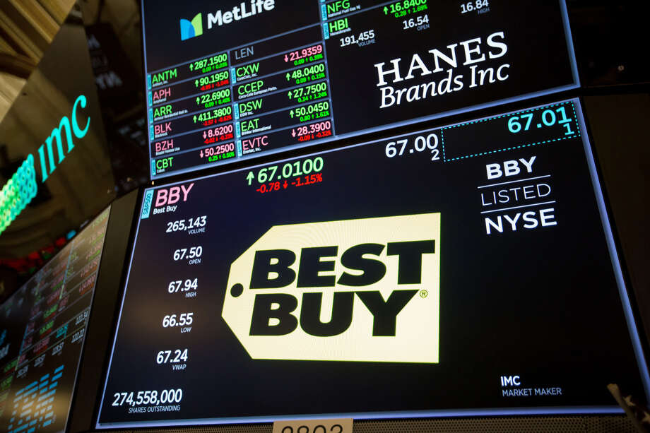 The Best Buy logo on the floor of the New York Stock Exchange in New York on Nov. 12, 2018. Photo: Bloomberg Photo By Michael Nagle. / © 2018 Bloomberg Finance LP