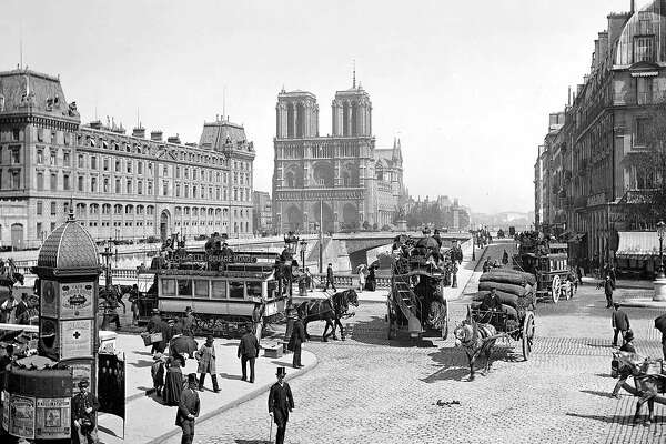 FRANCE - CIRCA 1898: Paris, the Saint-Michel bridge and the Notre-Dame cathedral, about 1900. (Photo by ND/Roger Viollet/Getty Images)