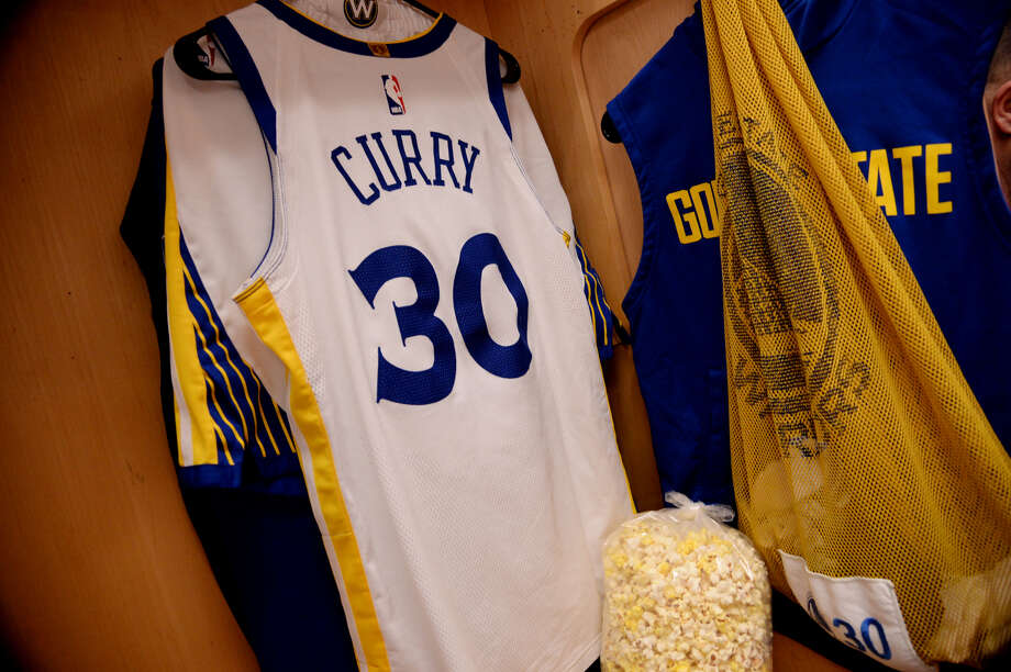 new arrival a71ed 3895b Warriors' Stephen Curry ranks AT&T Center popcorn below top ...