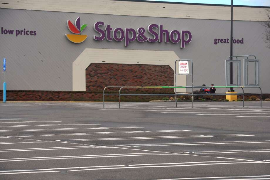 The empty parking lot in front of the Stop & Shop on Bridgeport Ave., in Shelton, Conn. April 15, 2019. Monday marked the fifth day of strike. Photo: Ned Gerard / Hearst Connecticut Media / Connecticut Post