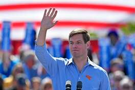 Congressman Eric Swalwell waves to the audience after speaking during kickoff rally on Sunday, April 14, 2019 at Dublin High School in Dublin, Calif. Swalwell announced earlier in the month that he is seeking the 2020 Democratic nomination for president. (Jose Carlos Fajardo/Bay Area News Group/TNS)