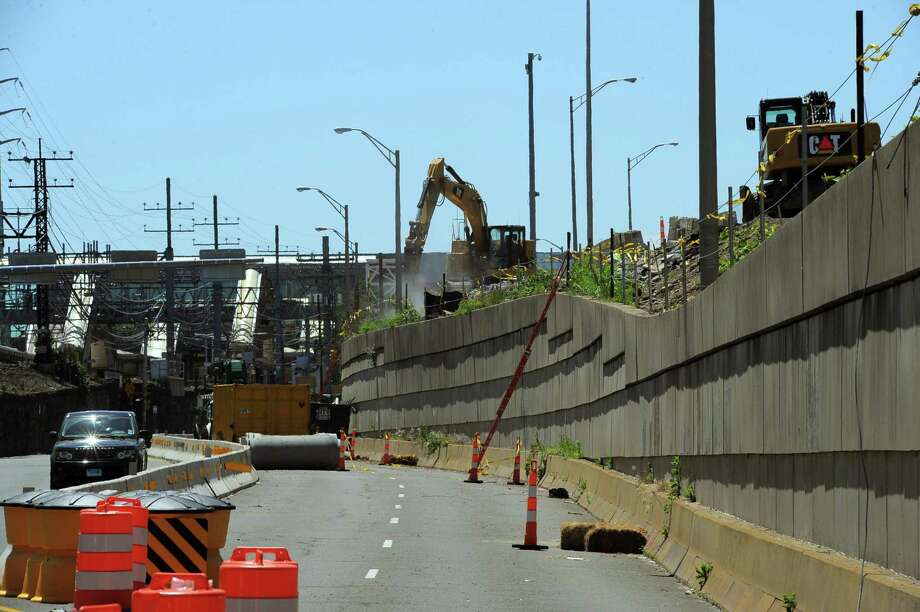 The Atlantic Street reconstruction and Metro-North railroad bridge replacement project in Stamford will cause train delays this summer. Photo: Matthew Brown / Hearst Connecticut Media / Stamford Advocate