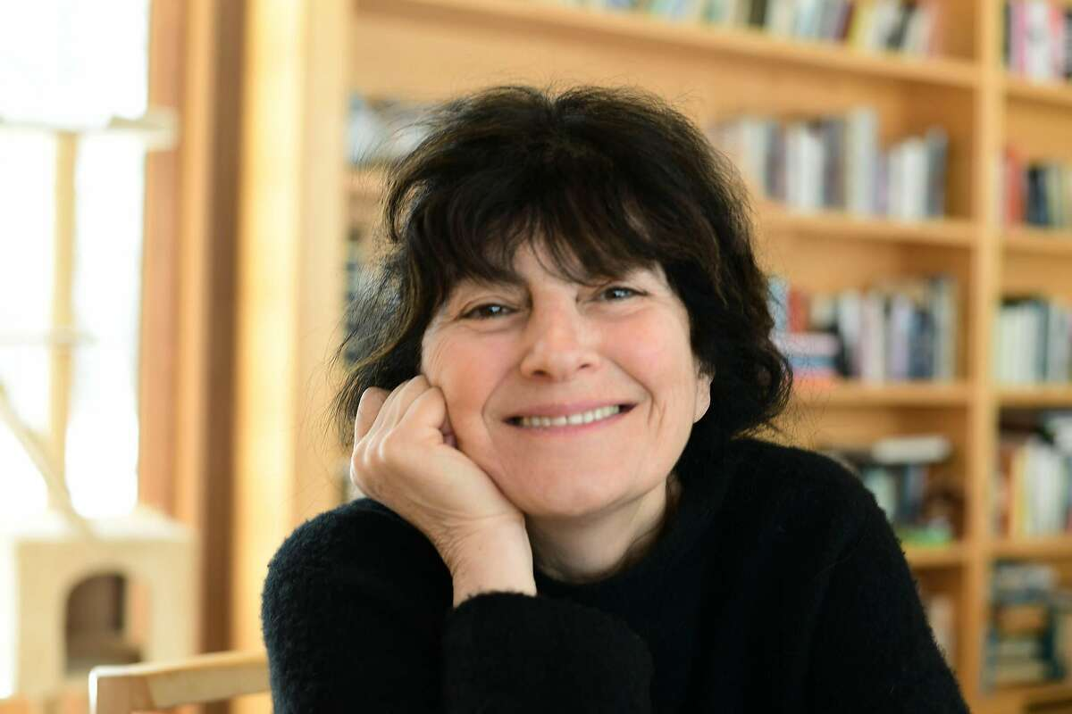 """In�""""Save Me the Plums"""" food writer Ruth Reichl chronicles her days as editor-in-chief of Gourmet magazine."""