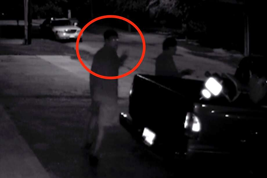 Moped thief gives shoots middle finger at surveillance camera, reward offered for capture