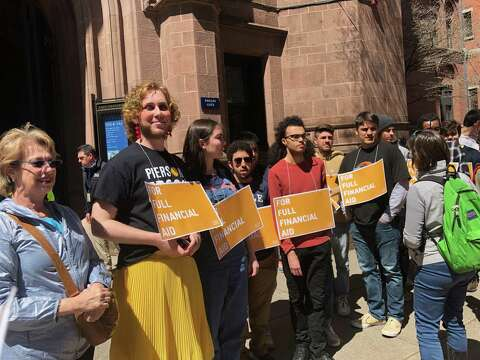 Yale students arrested protesting contribution to financial