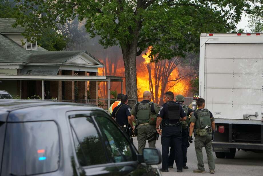 Police say a man barricaded himself inside a home Tuesday, April 16, 2019, which began burning in the 200 block of Belden Ave. Photo: Jacob Beltran