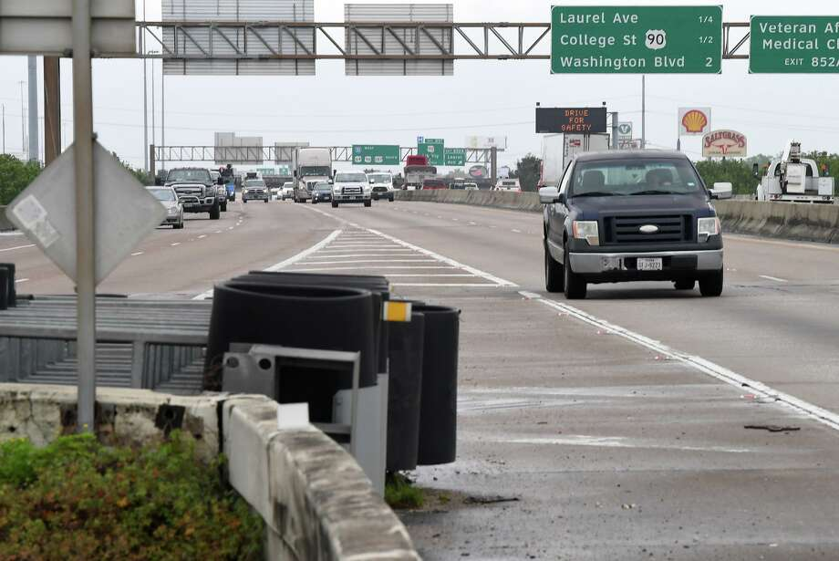 East bound traffic on Interstate 10 splits at the exchange near 11th Street on Thursday. The Texas Department of Transportation is proposing a $500 expansion project and is looking to area residence for suggestions.   Photo taken Thursday, 4/4/19 Photo: Guiseppe Barranco/The Enterprise, Photo Editor / Guiseppe Barranco ©