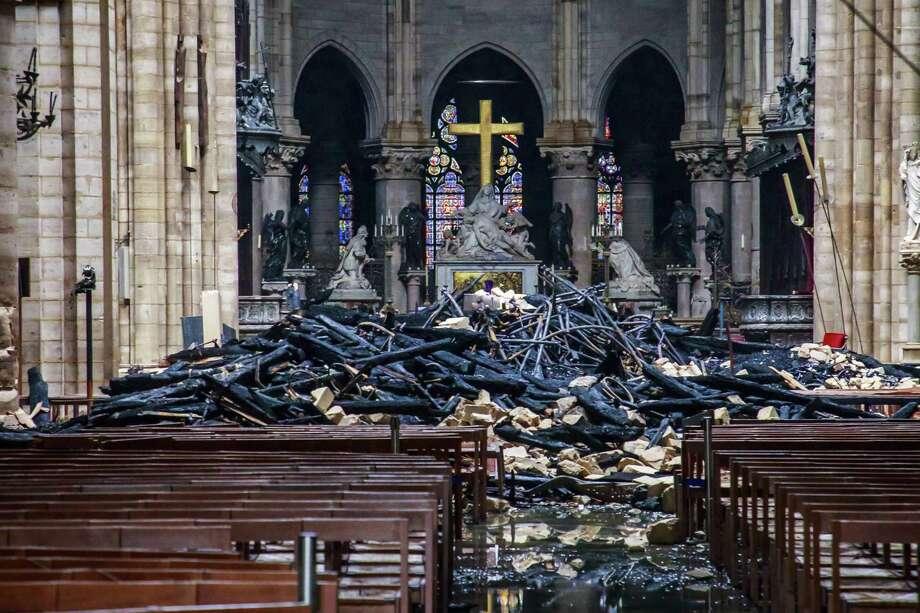 Foto tomada el 16 de abril del 2019 de los daños causados por el incendio en la Catedral de Notre Dame de París. Photo: Cristophe Petit Tesson /NYT / POOL