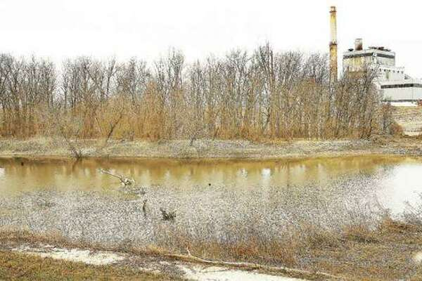 The Luminant-owned power station at 1 Chessen Lane in East Alton sits right next to Wood River Creek near where it spills into the Mississippi River. A report released last year details increased health risks due to coal ash contaminating groundwater in Illinois.