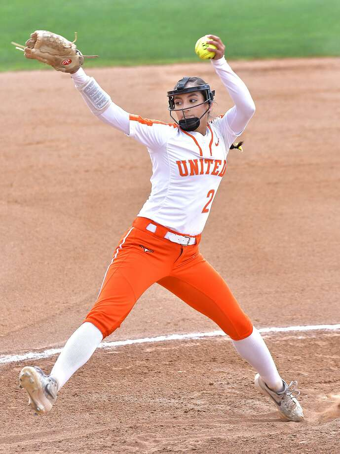 Kelly Salinas held United South to a pair of unearned runs and finished 2-for-4 with an RBI leading United to a 4-2 victory. Photo: Cuate Santos /Laredo Morning Times / Laredo Morning Times