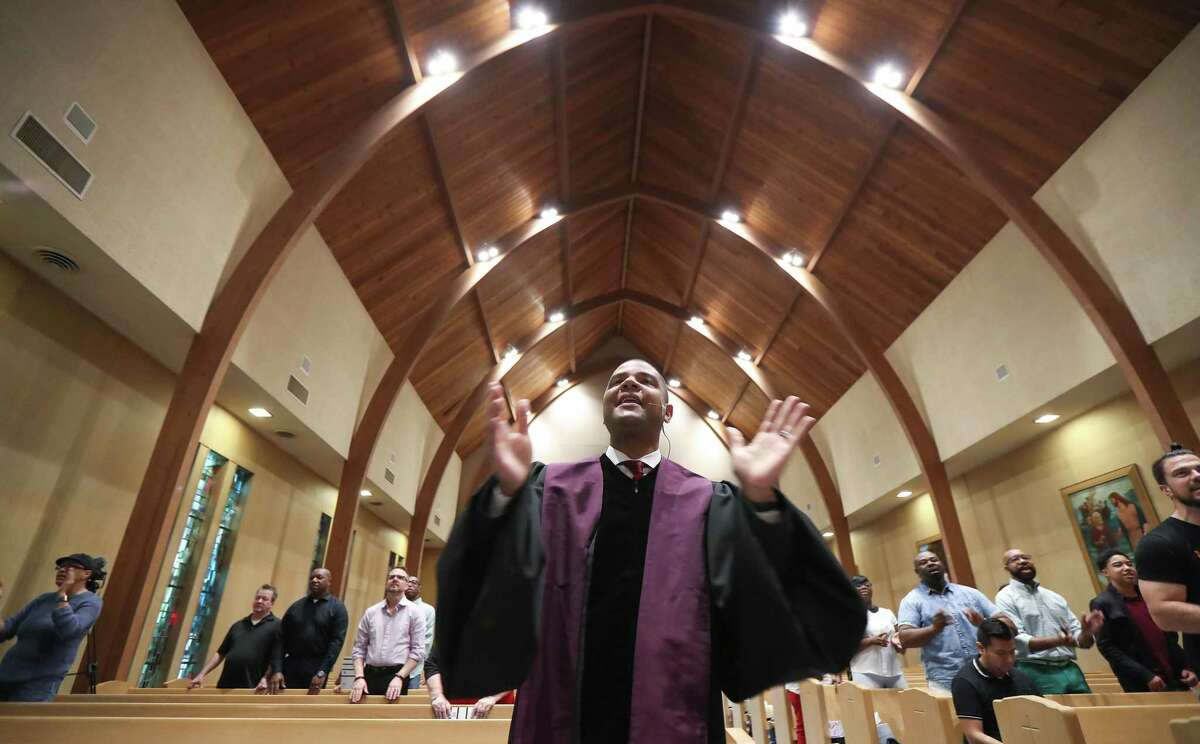 Rev. Leslie Jackson sings with his congregation at St. Peter United.