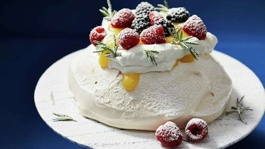 Simple Customizable Pavlova. Photo: Photo By Tom McCorkle For The Washington Post; Food Styling By Lisa Cherkasky For The Washington Post. / For The Washington Post