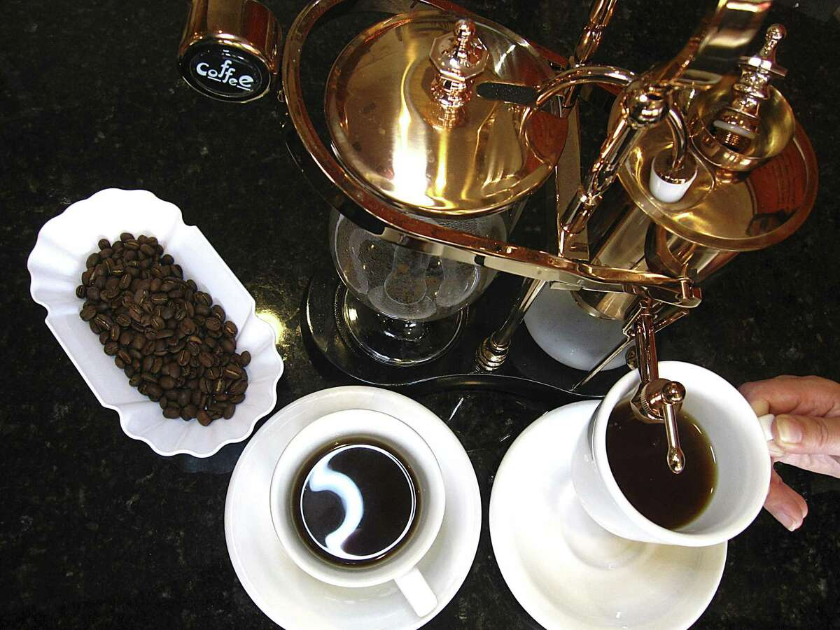 Gear-minded coffee drinkers can experience the siphon coffee experience at Coffeecionado.