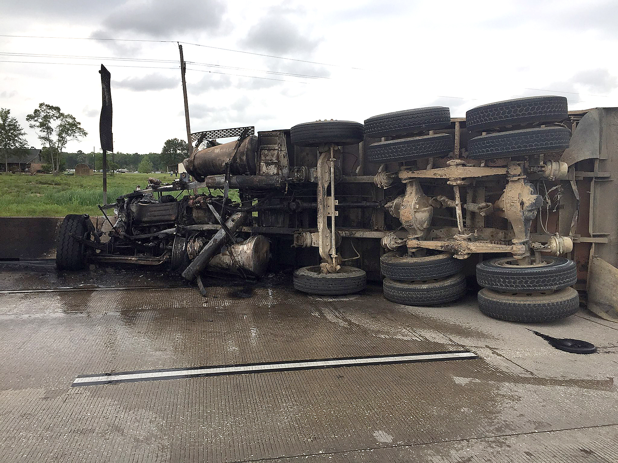 DPS: Fiery crash closes part of Interstate 10 - Beaumont