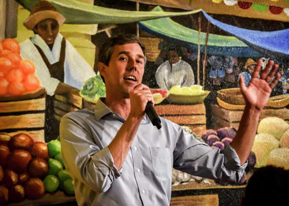 Presidential candidate Beto O'Rourke participates in a roundtable with local politicians at a Mexican restaurant in Dumfries, Virginia, on Wednesday, April 17, 2019. Photo: Washington Post Photo By Bill O'Leary. / The Washington Post