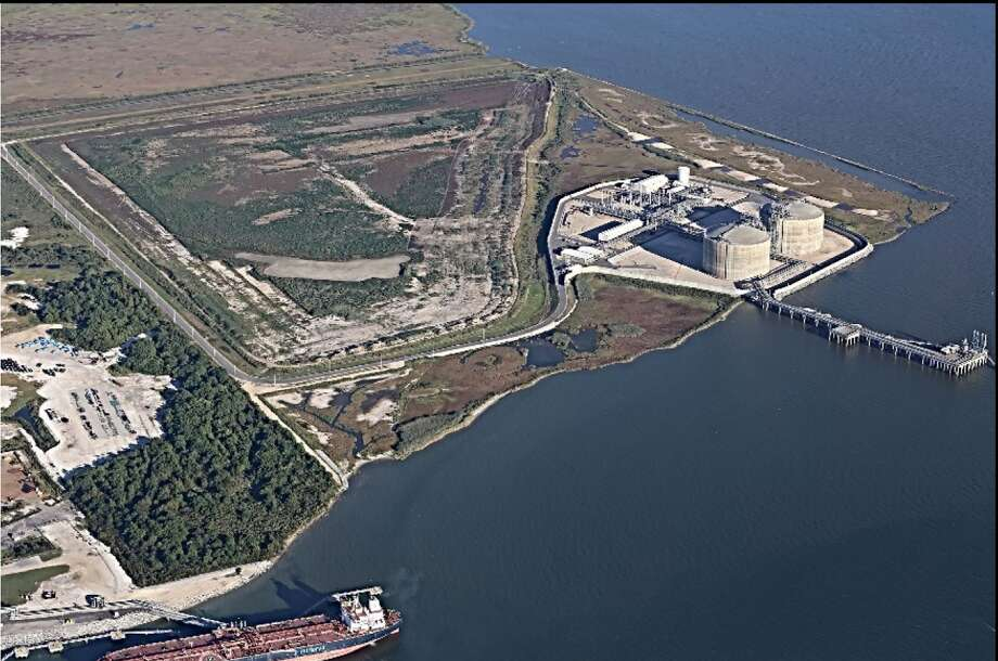Officials with the Federal Energy Regulatory Commission have meanwhile given Kinder Morgan's proposed Gulf LNG export terminal in Pascagoula, Mississippi the green light in a final environmental impact statement released on Wednesday morning. Photo: Kinder Morgan