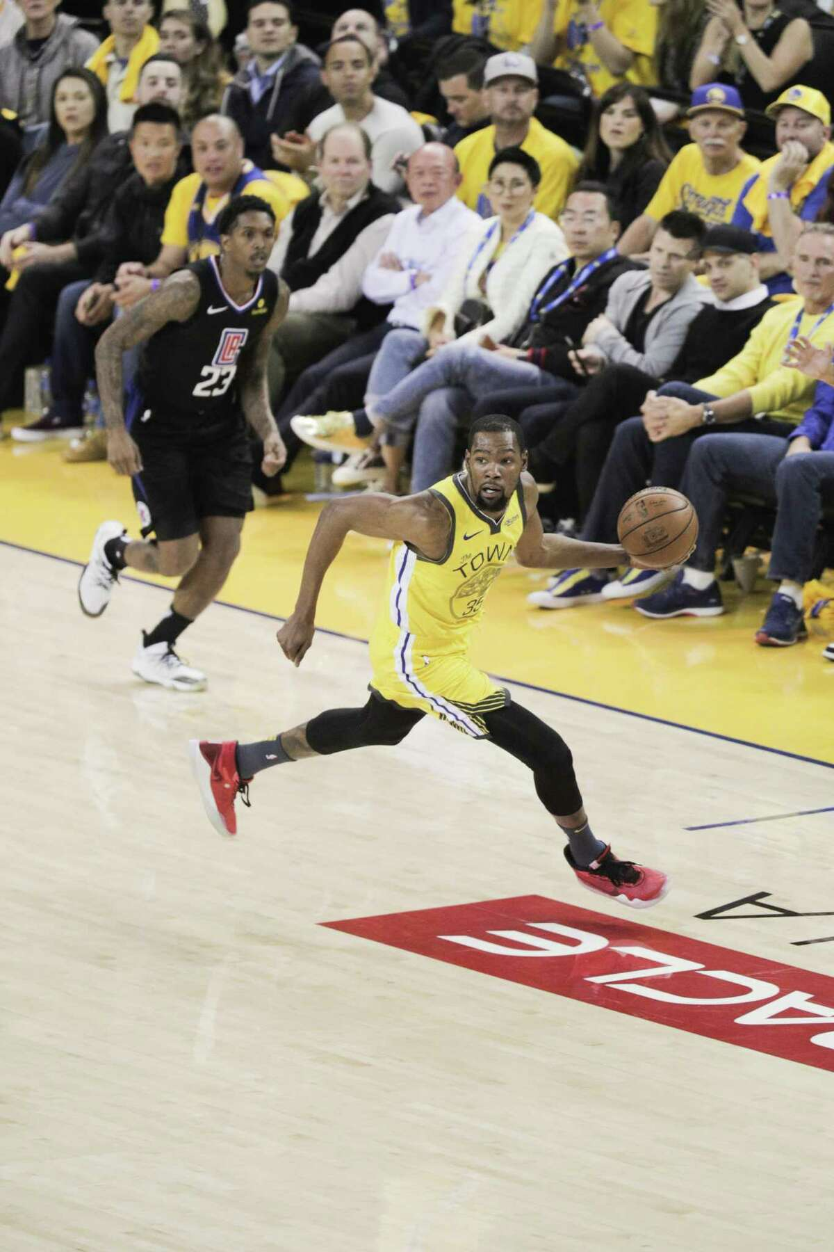 Golden State Warriors' Kevin Durant runs the ball up court in the first quarter during game 2 of the first round playoffs against the Clippers.