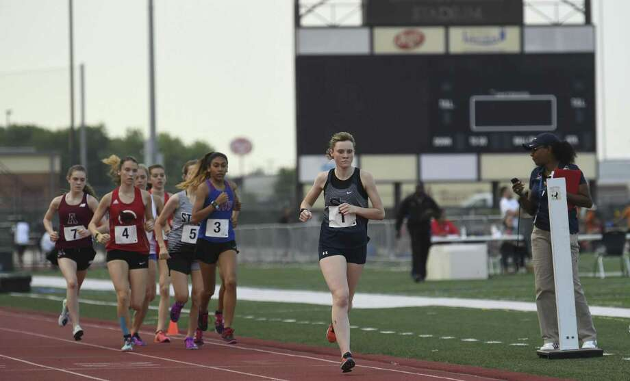 Sara Scott of Smithson Valley runs to victory in the 3200 meters during the UIL District 25/26-6A area track meet at Rutledge Stadium in Converse on Wednesday, April 17, 2019. Photo: Billy Calzada, Staff / Staff Photographer / San Antonio Express-News