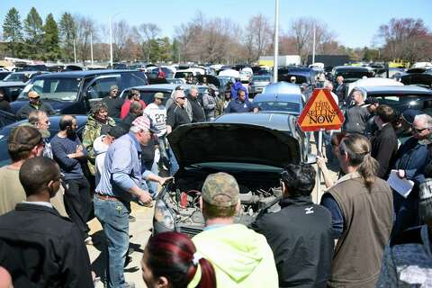 Car Auctions Ny >> Photos State Auctions Off Surplus Vehicles In Albany