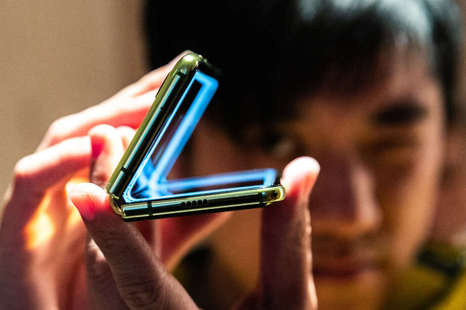 A Samsung Electronics Galaxy Fold mobile device in New York on April 15, 2019. Photo: Bloomberg Photo By Jeenah Moon. / © 2019 Bloomberg Finance LP