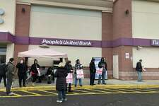 Stop & Shop workers strike at the Villa Avenue location in Fairfield.