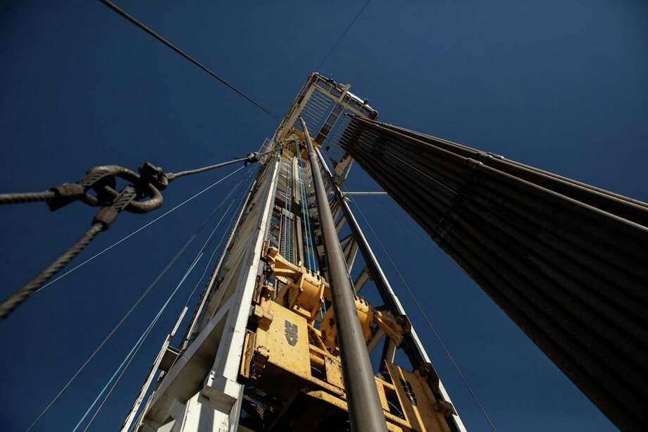 The number of operating oil and gas rigs fell slightly in the 17th straight week of losses. Photo: TAMIR KALIFA, STR / NYT / NYTNS