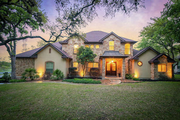 Sponsored by Suzanne Kuntz of Keller Williams San Antonio VIEW DETAILS for 22140 PASEO CORTO DR Garden Ridge,TX 78266-2220 MLS: 1372485