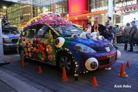 Wrinkles' art car from Montgomery wins Houston parade - The