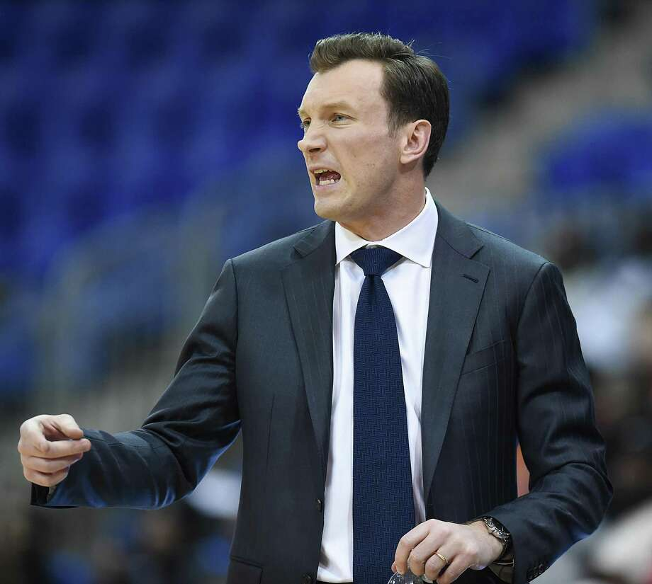 Coach Baker Dunleavy and the Quinnipiac men's basketball team will play three games during an upcoming five-day trip to Canada. Photo: Catherine Avalone / Hearst Connecticut Media / New Haven Register