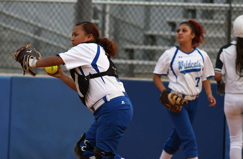Dekaney sophomore catcher Alexa Villa, left, was named a 2018-19 District 16-6A second team infielder and senior first baseman Tatiana Villa (7) was named a first team infielder. Photo: Jerry Baker, Houston Chronicle / Contributor / Houston Chronicle
