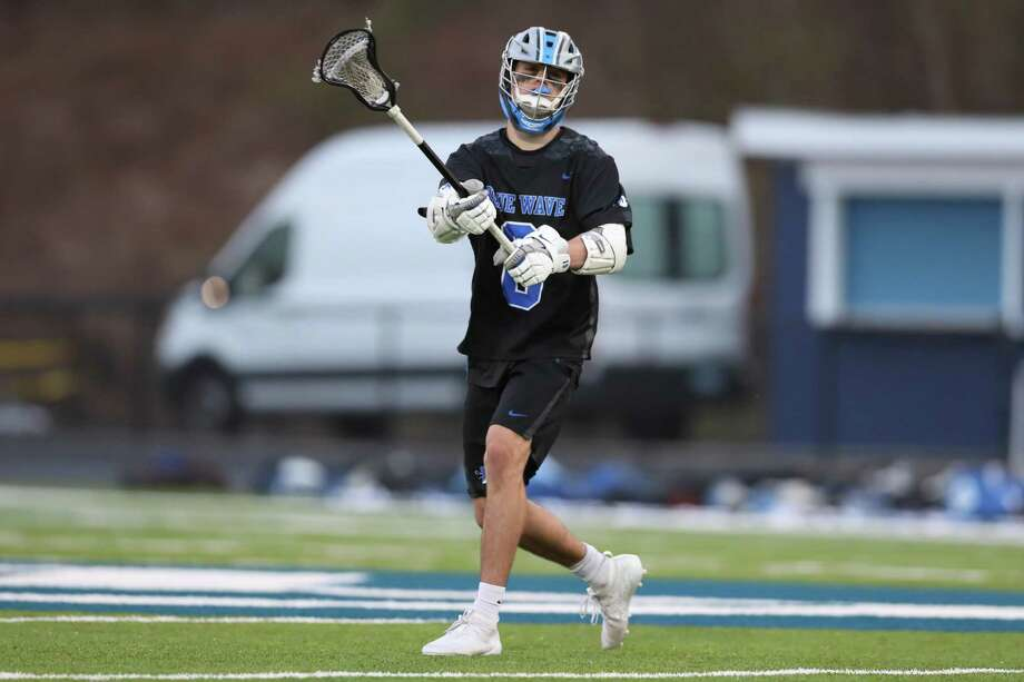 Darien's Jackson Peters makes a pass against Wilton on Thursday. Photo: John McCreary / For Hearst Connecticut Media / Connecticut Post Freelance
