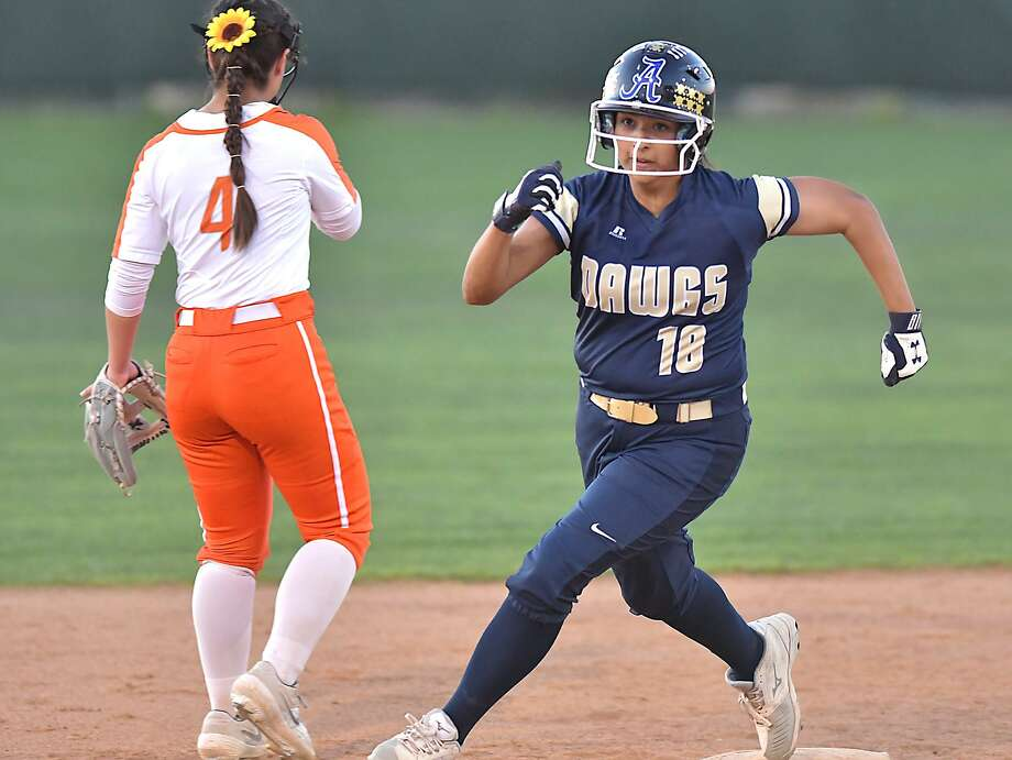 Amanda Flores scored one of 12 runs Thursday as Alexander beat United 12-5 in a rivalry doubleheader at the SAC. In the opening game, LBJ eliminated United South with a 10-9 victory. Photo: Cuate Santos / Laredo Morning Times / Laredo Morning Times