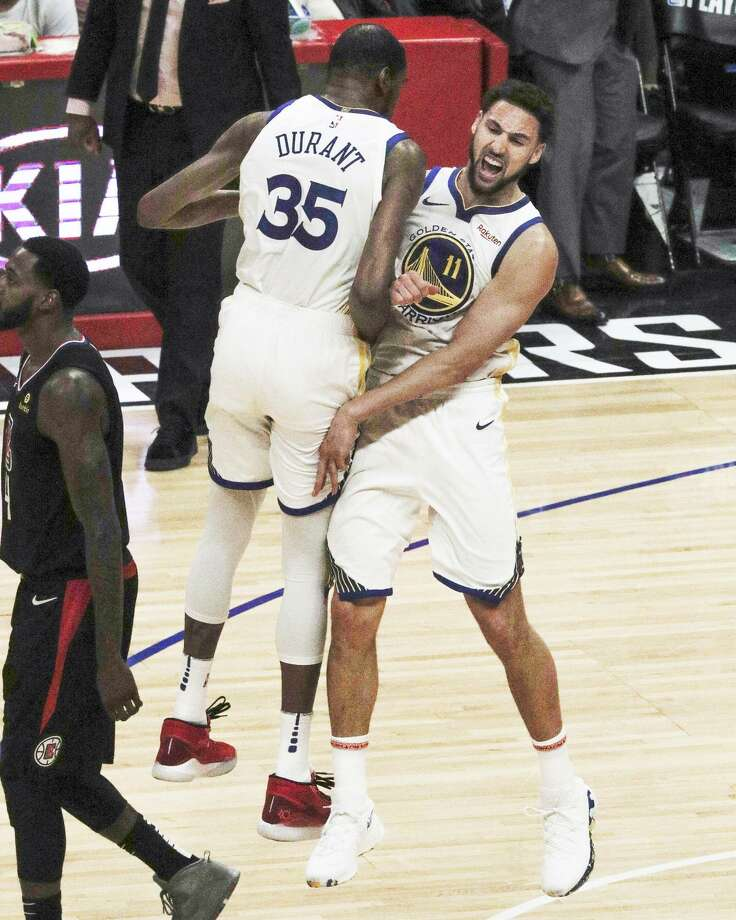 Kevin Durant and Klay Thompson showed ferocious joy after Thompson nailed a 3-pointer. Photo: Carlos Avila Gonzalez / The Chronicle / online_yes